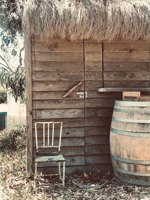 Foto profissional grátis de arquitetura, barraca, barracão, barril