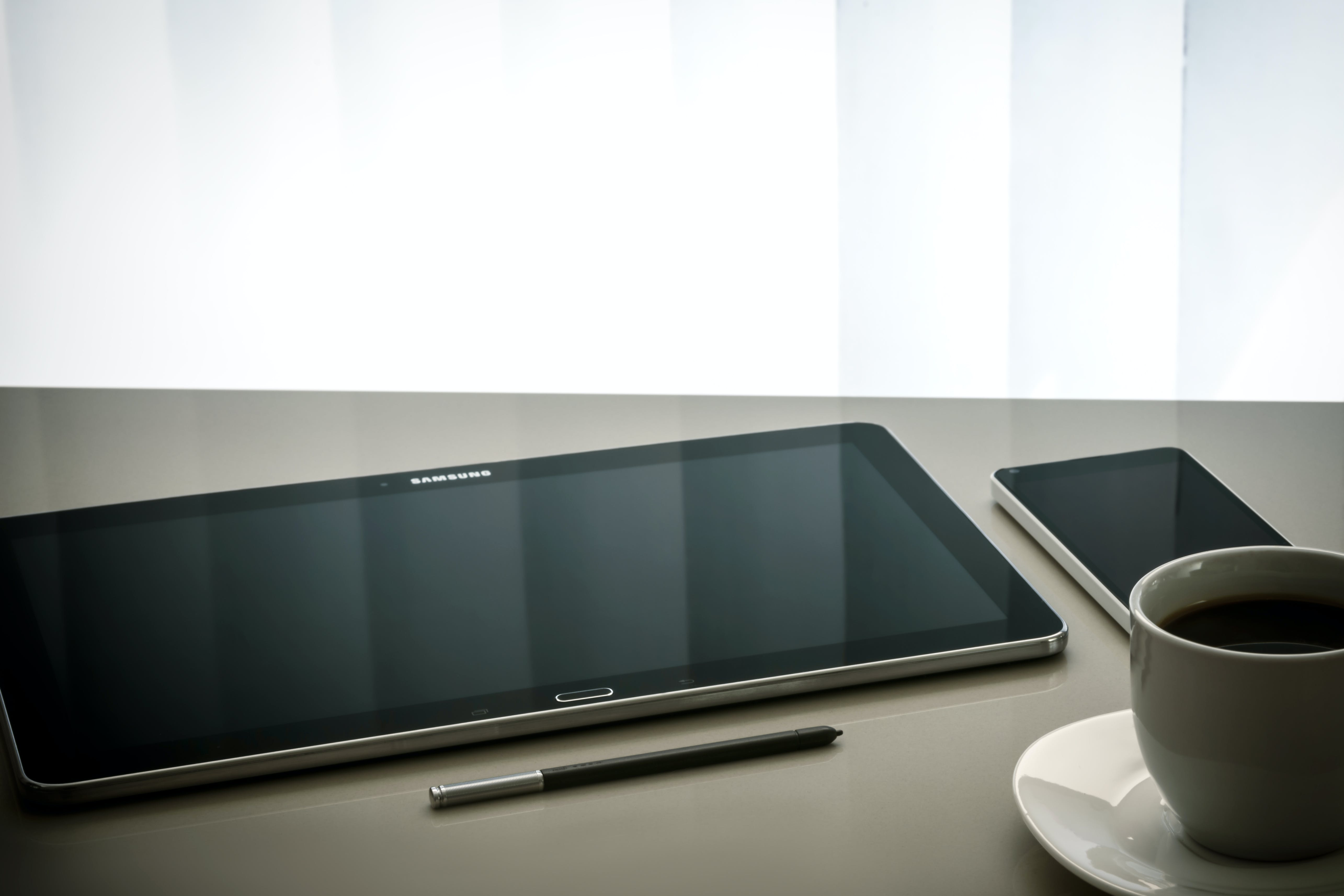 Black Samsung Android Tablet Computer Beside Stylus Pen