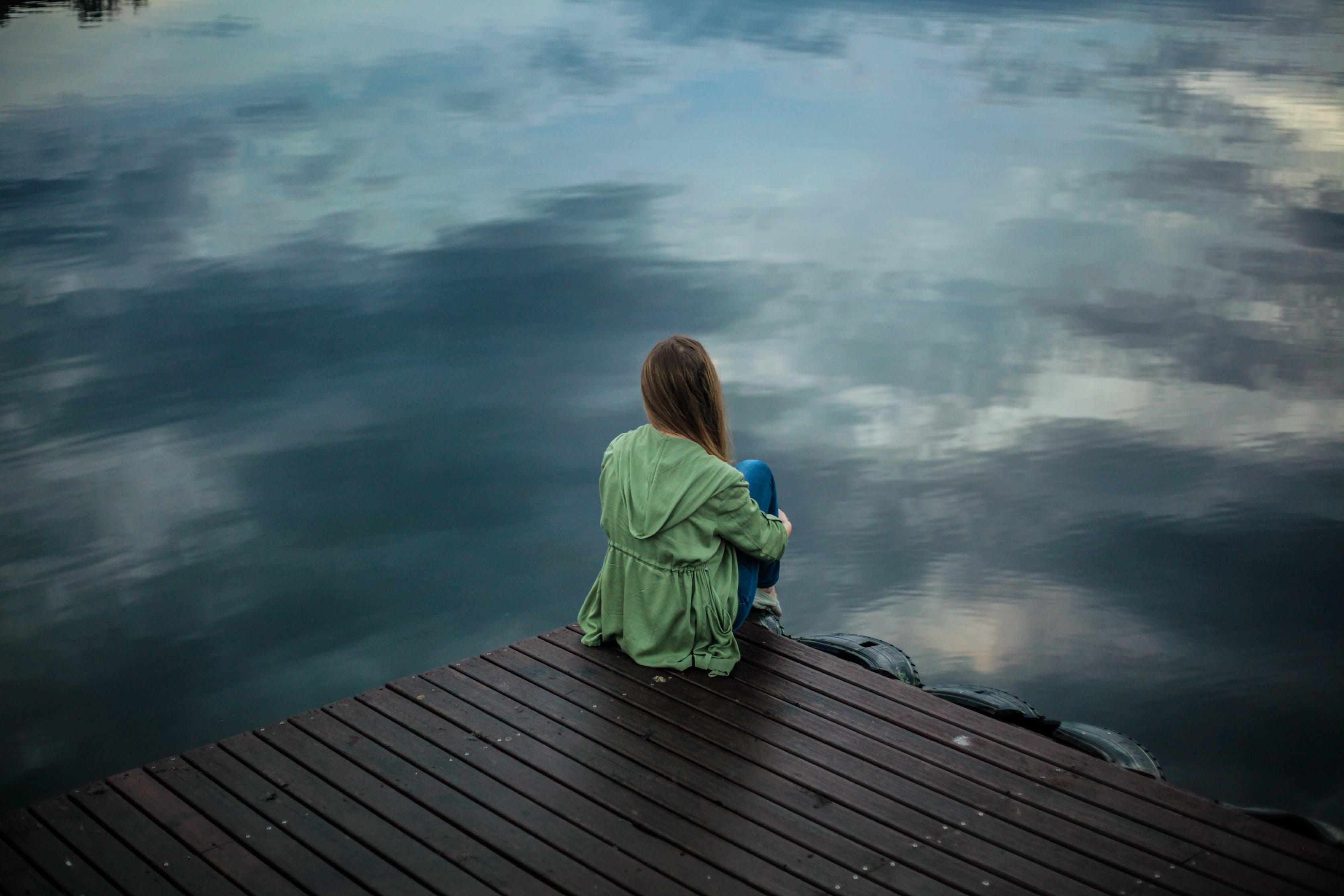 Бесплатное стоковое фото с вид сзади, вода, грусть