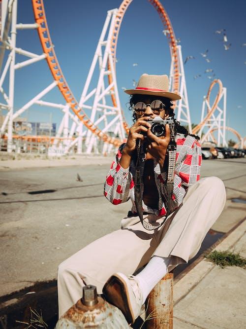 Photos gratuites de appareil photo, chapeau, festival, grand huit