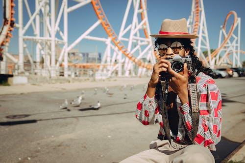 aşındırmak, boş zaman, eller, film fotoğrafçılığı içeren Ücretsiz stok fotoğraf