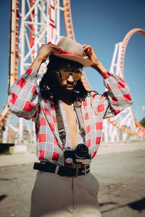 Základová fotografie zdarma na téma brýle, černoch, cestování, chlápek
