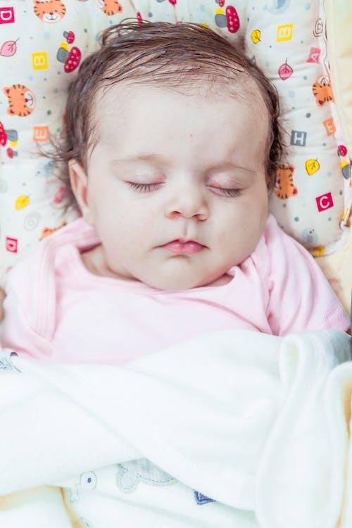 Foto profissional grátis de atraente, bebê, beleza, dormir