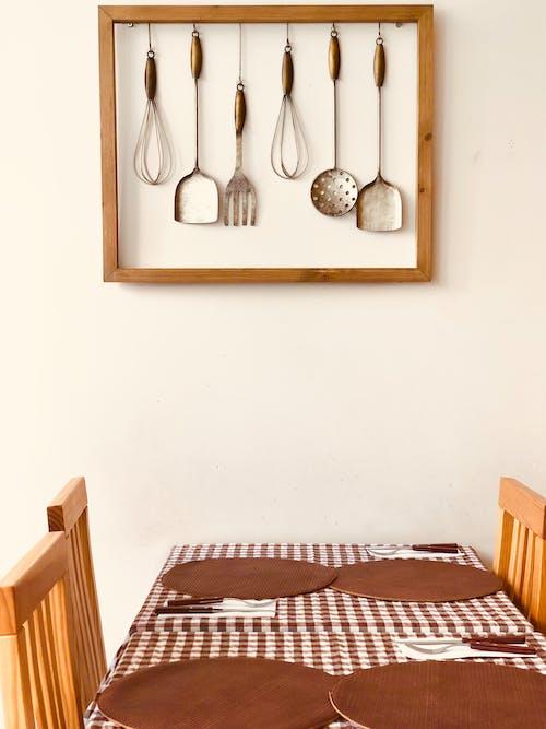 Gratis arkivbilde med bord, bordoppsett, bordservietter, brun