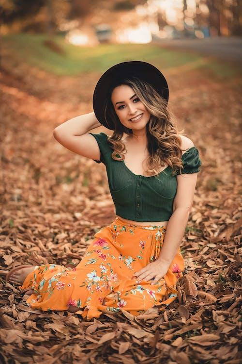 Photos gratuites de beau, belle femme, brune, chapeau mou