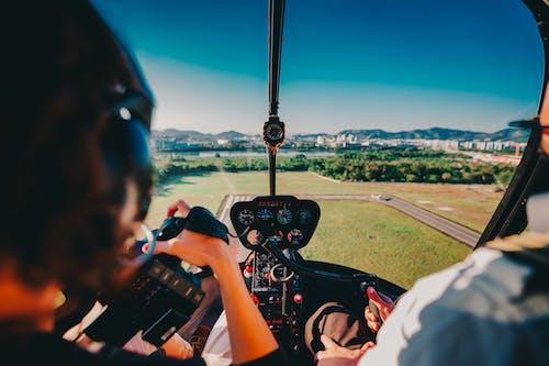 Ilmainen kuvapankkikuva tunnisteilla auringonlasku, helikopteri, ihmiset, laskeutuminen