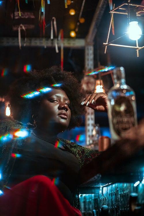 Základová fotografie zdarma na téma černoška, hudba, láhev, móda