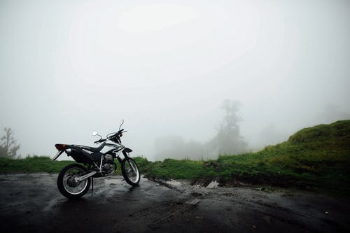 停, 寒冷的天气, 摩托車, 有霧 的 免费素材图片