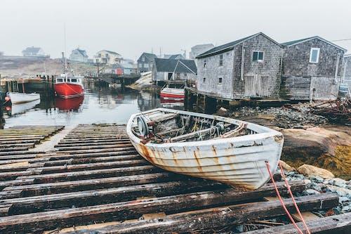 Foto d'estoc gratuïta de aigua, barca, barca de pesca, embarcació d'aigua