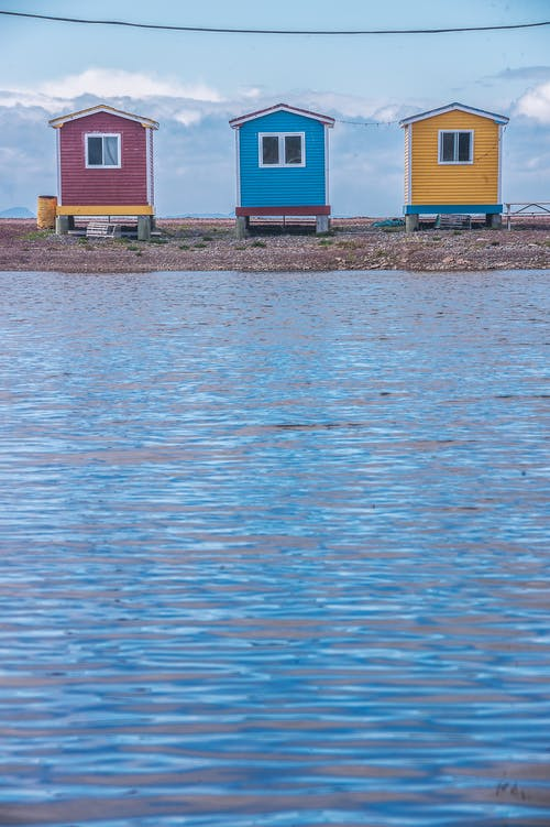 Immagine gratuita di acqua, architettura, capanna, case