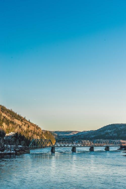 Kostenloses Stock Foto zu berg, blauer himmel, brücke, dämmerung