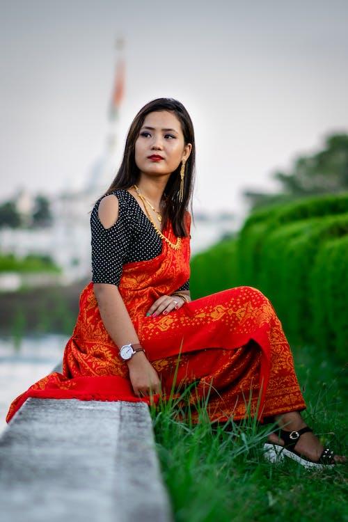Gratis stockfoto met Aziatische vrouw, groen, Indisch meisje
