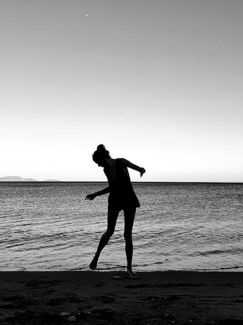 Imagine de stoc gratuită din apă, cu picioarele goale, faleză, în picioare