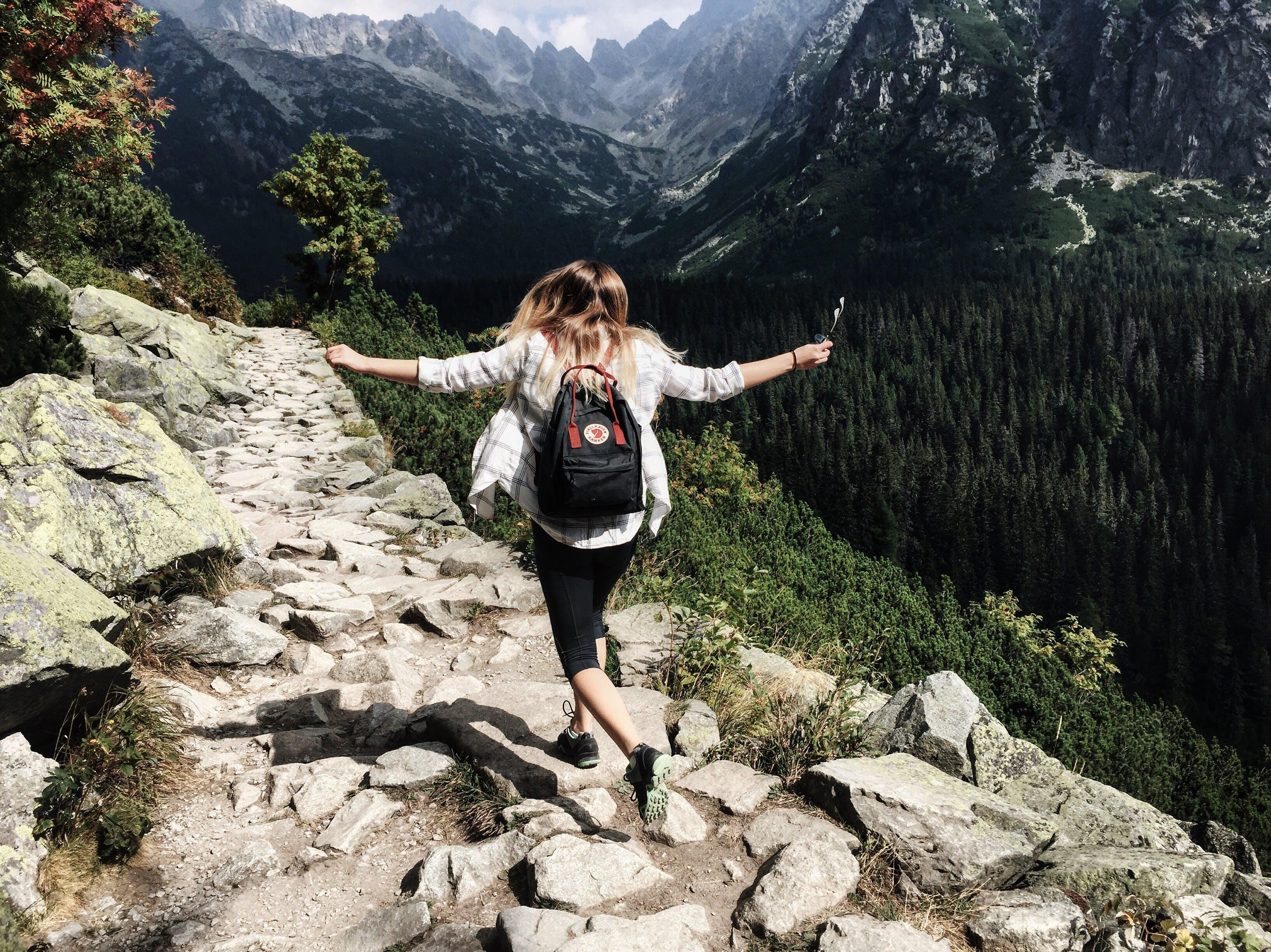 Foto profissional grátis de adulto, alpinista, alto, atraente