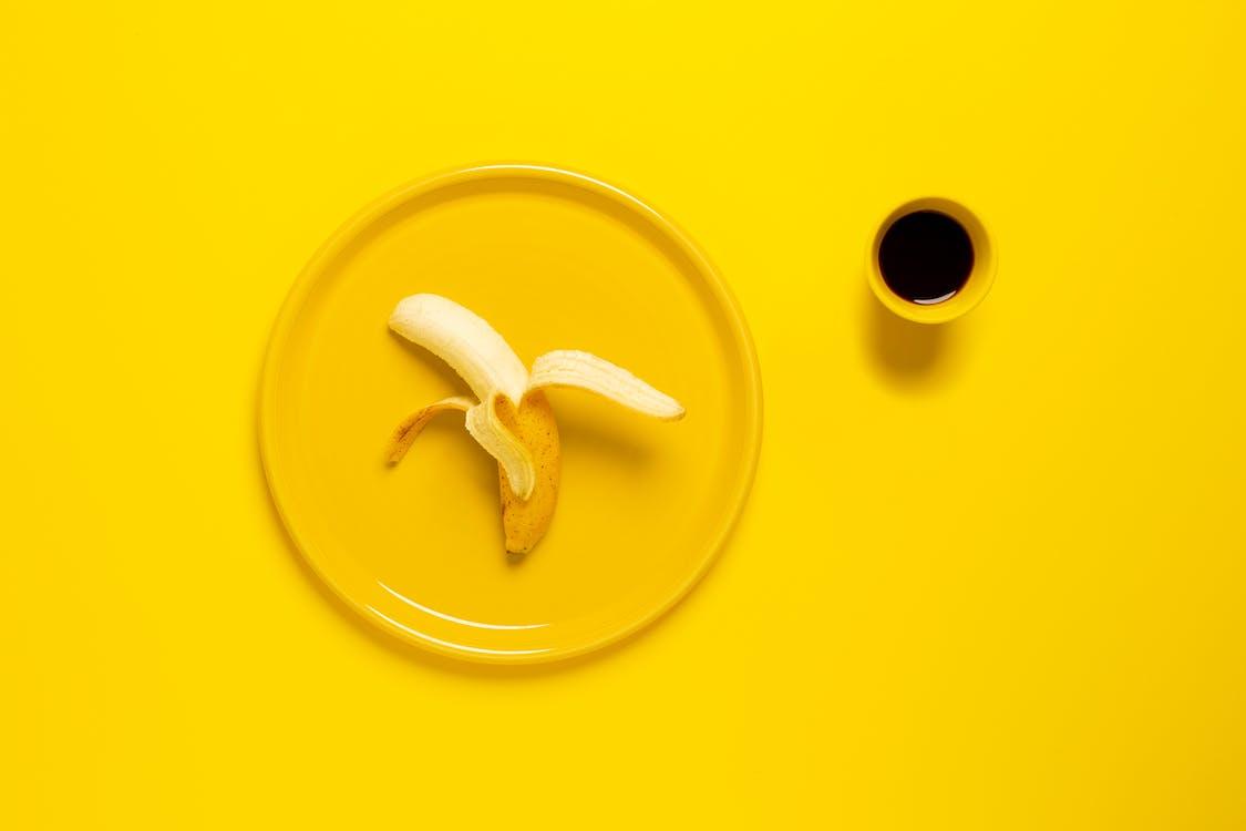 aliments, arrière-plan jaune, art