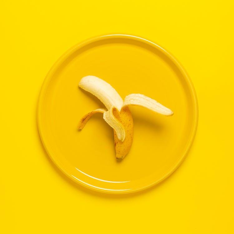 espai per a text, fons groc, fruita