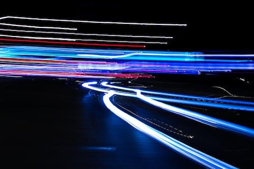 Kostenloses Stock Foto zu belichtung, bewegung, dunkel, geschwindigkeit
