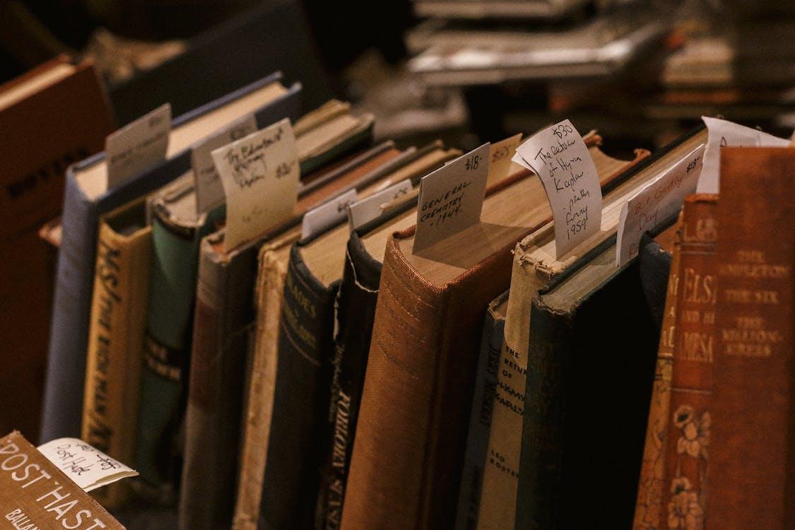 bibliothek, bucheinbände, bücher