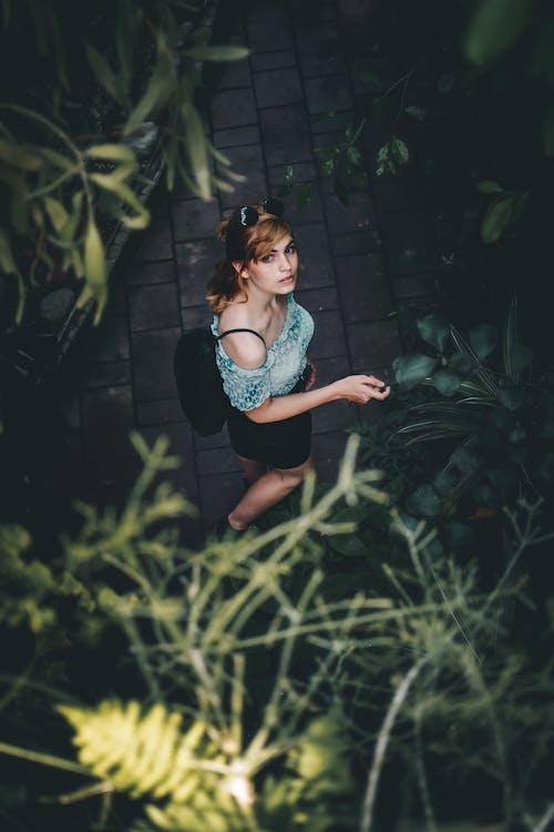 Foto d'estoc gratuïta de a l'aire lliure, bonic, desgast, dona