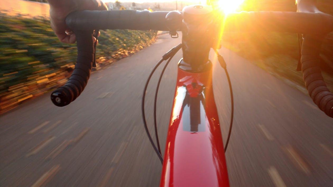 Immagine gratuita di andando veloce, andare in bicicletta, azione