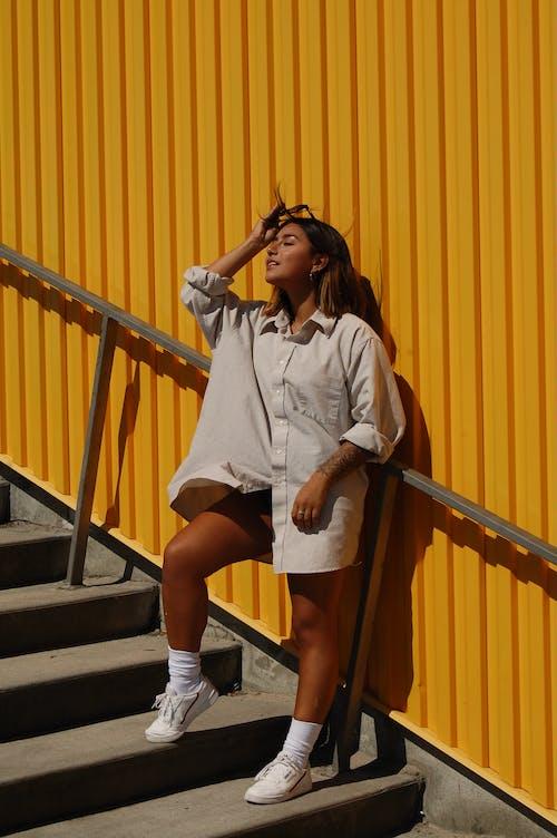 サングラス, ステップ, ファッション, ブルネットの無料の写真素材