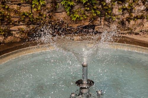 Darmowe zdjęcie z galerii z biała woda, bieżąca woda, fontanna, niebieska woda