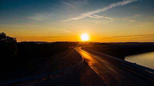 Fotobanka sbezplatnými fotkami na tému asfalt, cesta, cestovať, diaľnica