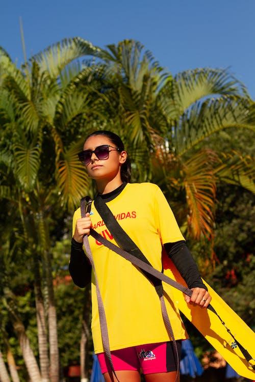 여성용 옐로우 크루 넥 티셔츠