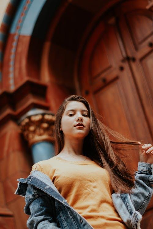 Бесплатное стоковое фото с брюнетка, выборочный фокус, женщина, красивая