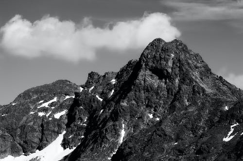 Foto d'estoc gratuïta de b/n, blanc i negre, cara de roca, muntanya