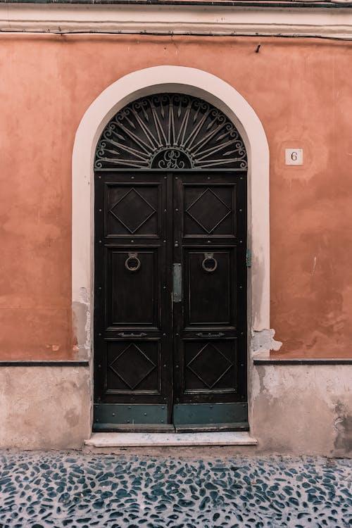 ديكورات أبواب حديد بسيطة