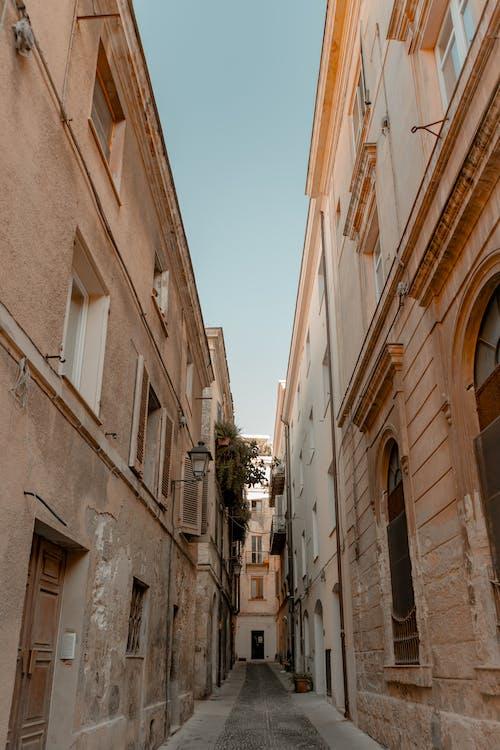 Gratis lagerfoto af arkitektur, bygninger, gade, gamle gade