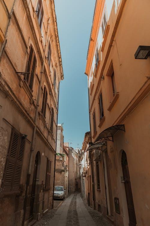 Ilmainen kuvapankkikuva tunnisteilla arkkitehtuuri, asfaltoitu polku, kuja, muinainen