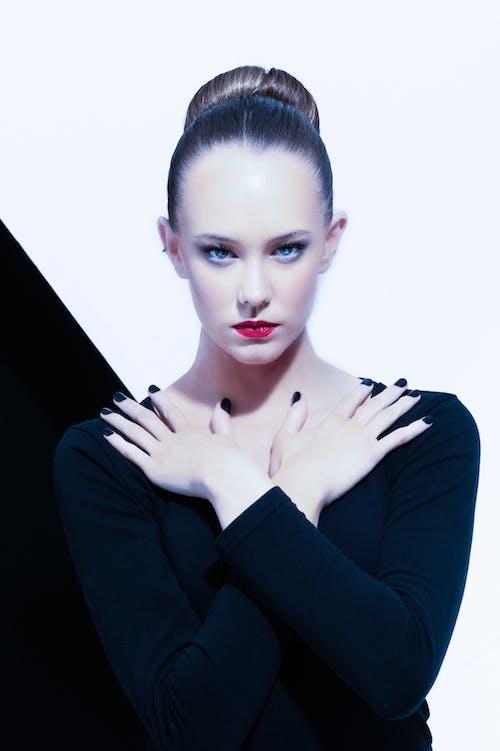 Immagine gratuita di labbra rosse, modello, ritratto, servizio fotografico di modello