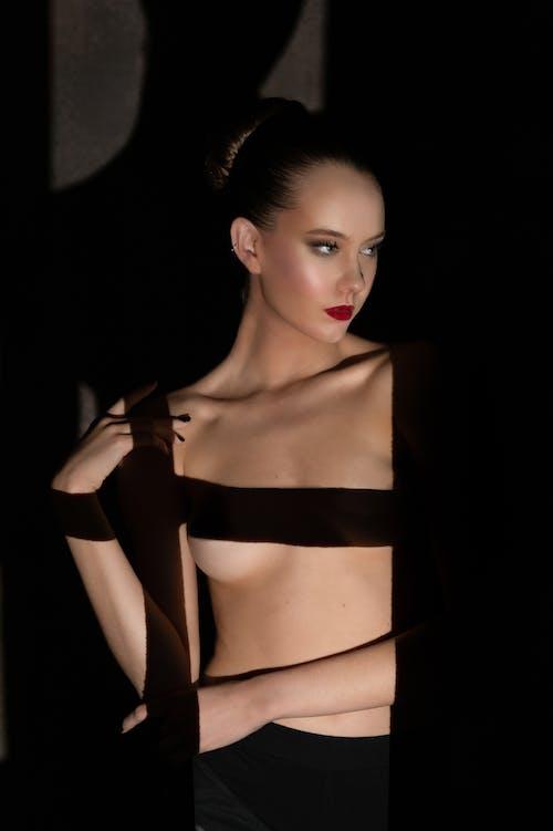 Immagine gratuita di bellissimo modello modello ritratto, finestra, fotografia di ritratto, gobo