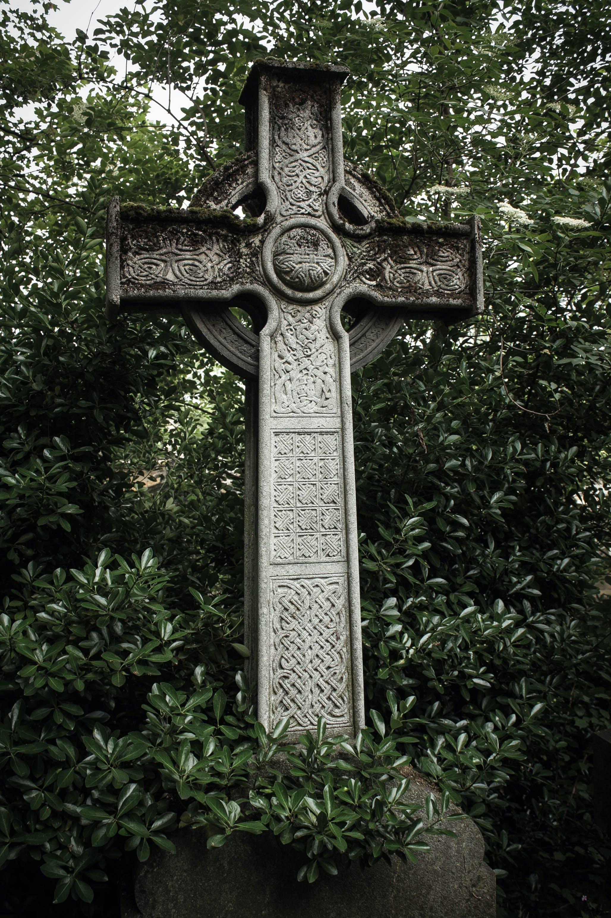 Free stock photo of celtic cross, green, magic, Père Lachaise