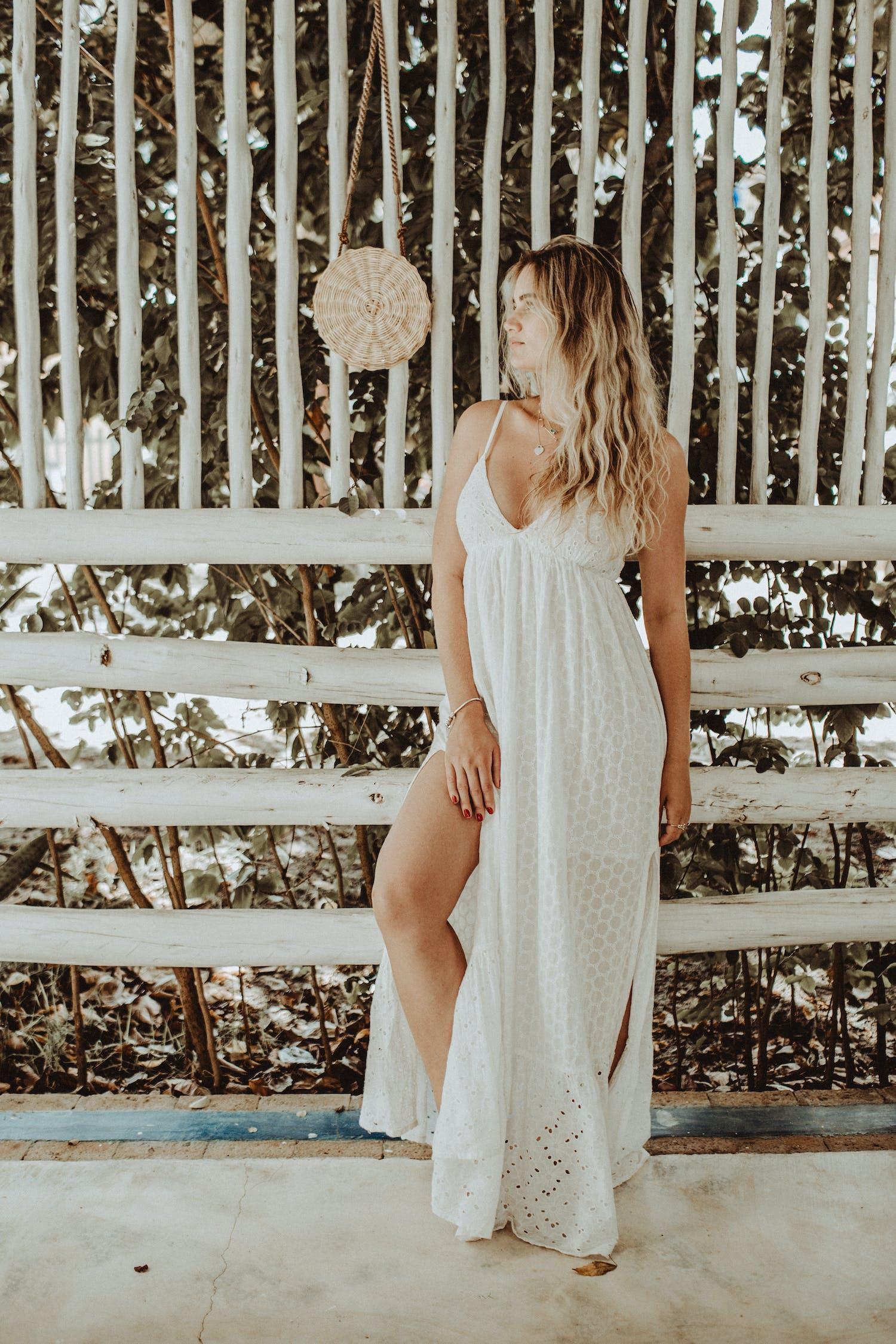 Základová fotografie zdarma na téma atraktivní, bílé šaty, dáma