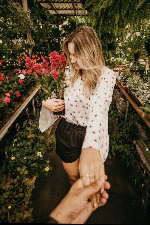 꽃, 낮, 매력적인, 모델의 무료 스톡 사진
