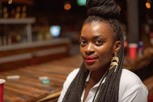 Fotos de stock gratuitas de África, bar, chica de raza negra, güisqui