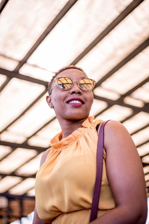 Fotos de stock gratuitas de cabello corto, expresión facial, gafas, Gafas de sol