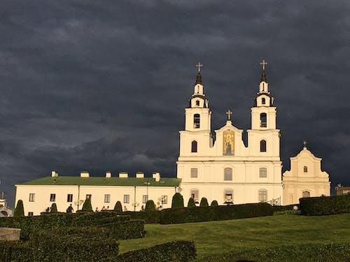 Základová fotografie zdarma na téma bílá, církev, dramatická obloha, ortodoxní