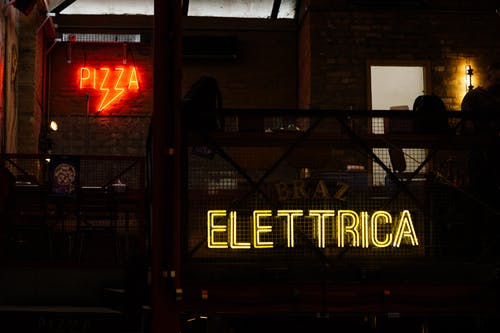 Turned on Pizza Neon Signage