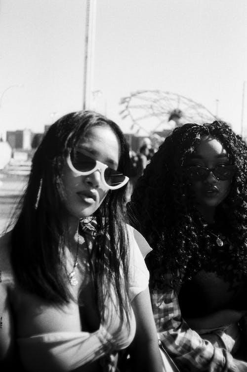 墨鏡, 女人, 女孩, 女性 的 免费素材照片