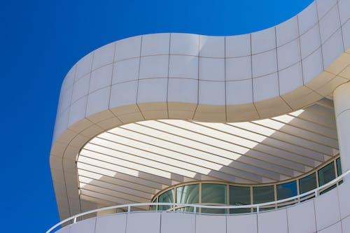 Základová fotografie zdarma na téma architektura, bílá, budova, čáry a křivky