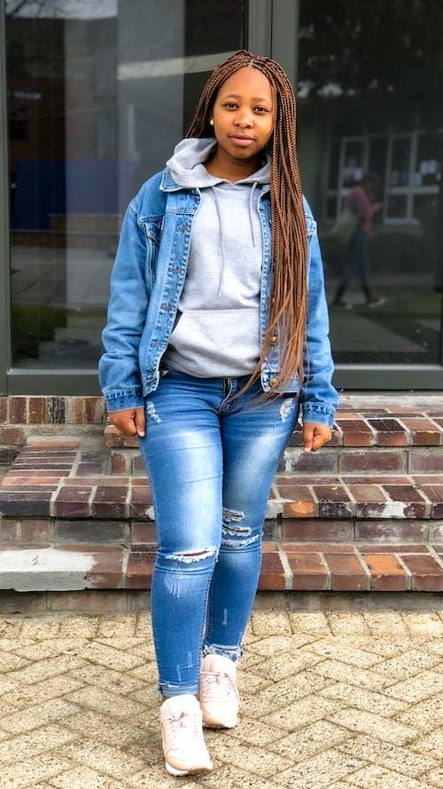 Darmowe zdjęcie z galerii z afrykańska dziewczyna, długie włosy, dziewczyna, fotografia portretowa