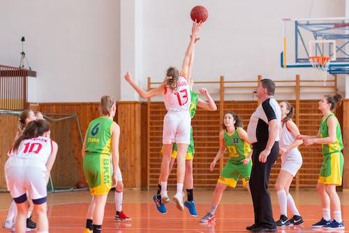 Kostenloses Stock Foto zu basketball, mädchen, sport