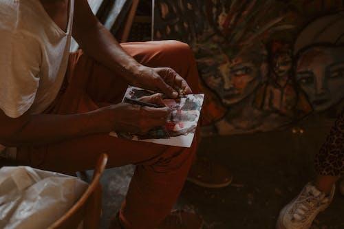 adam, aşındırmak, boyama, din içeren Ücretsiz stok fotoğraf