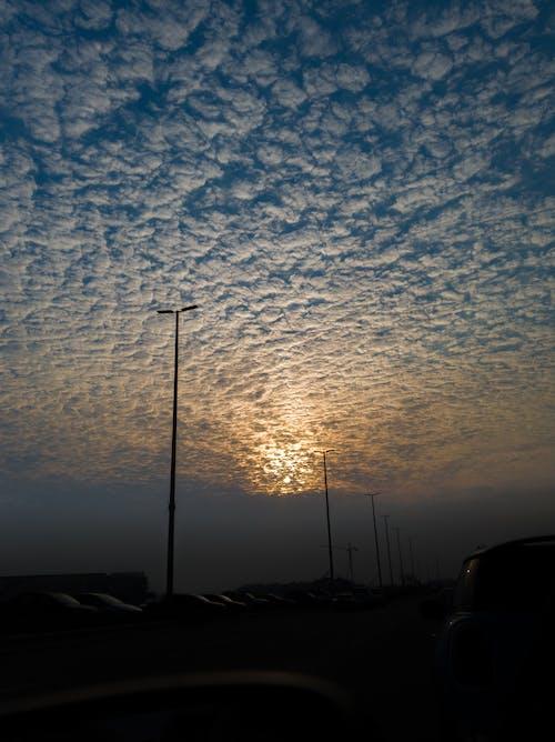 Foto d'estoc gratuïta de bonic paisatge, capvespre, cel blau, estiu