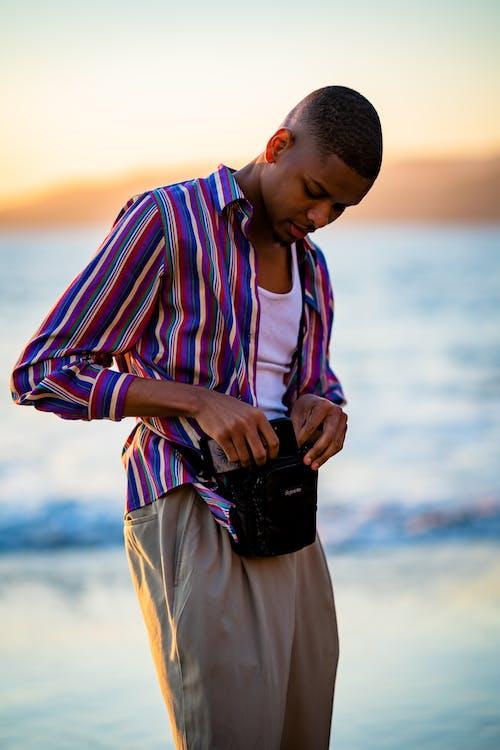 Foto stok gratis atraktif, berbayang, berfokus, bergaya