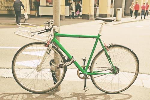 Fotobanka sbezplatnými fotkami na tému bicykel, chodec, chodník, križovatka
